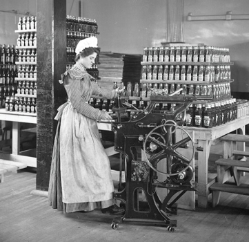 female-worker-bottling-ketchup-at-the-original-heinz-factory-in-pittsburgh-pa-c-1897